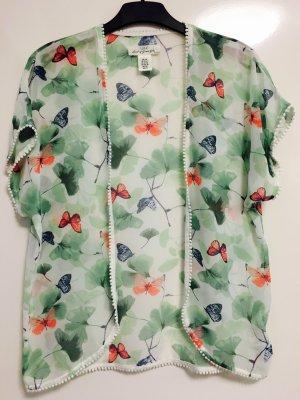 Süßer KIMONO mit Schmetterlingen