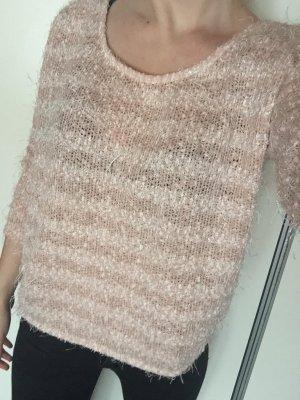 Süßer Pullover mit Franzen