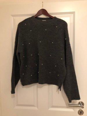 Süßer Pullover mit Perlen