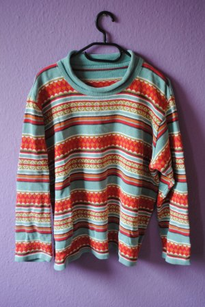 Süßer Pullover mit schönem Muster
