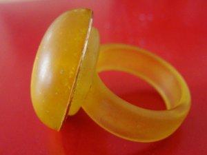 Anillo de cuentas amarillo Material sintético