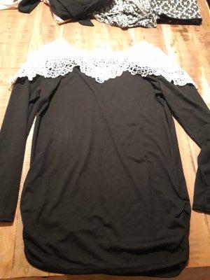 Süßer schwarzer Pullover mit weißer Spitze