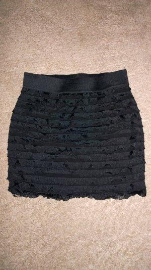 Süßer schwarzer Rüschenrock