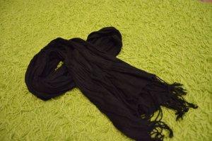 süßer schwarzer Schal