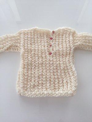 Süßer selbstgestrickter Pullover für Babys