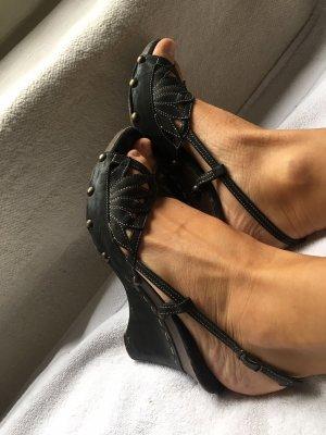 Sandalo alto con plateau nero-marrone scuro