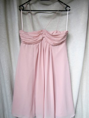 süßes Abendkleid mit dünnen Trägern