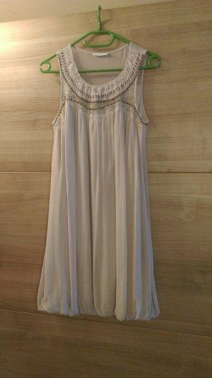 süßes, altrosanes Kleid