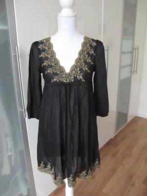 Süßes besticktes Kleid