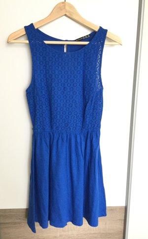 Süßes blaues Sommerkleid