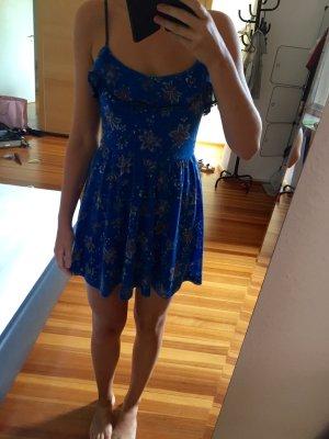 Süßes blaues Sommerkleid mit Blümchenmuster