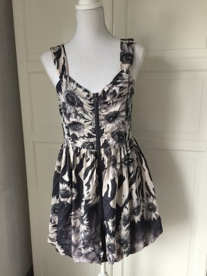 Süßes Blogger Kleid NEU