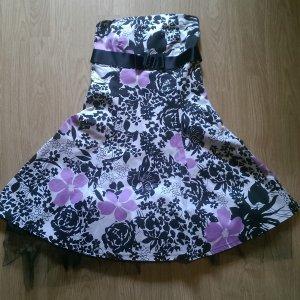 Süßes Blümchenkleid mit Tüll