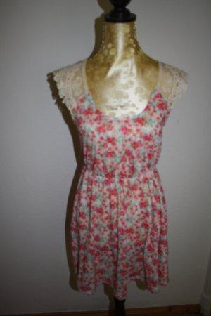 süßes Blumen-Mini-Kleid