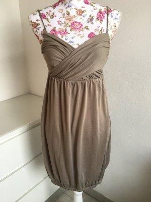 Süßes braunes Kleid