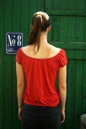Süßes Carmen-shirt mit entzückendem Rücken-Ausschnitt