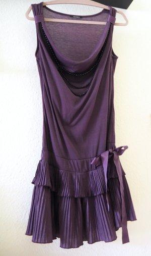 Süßes Crepe-Kleid mit Volants, Schleifen-Band & integrierter Schmuck-Kette