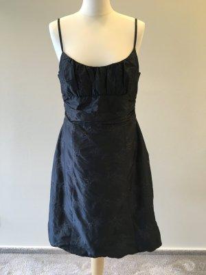 Süßes festliches Kleid