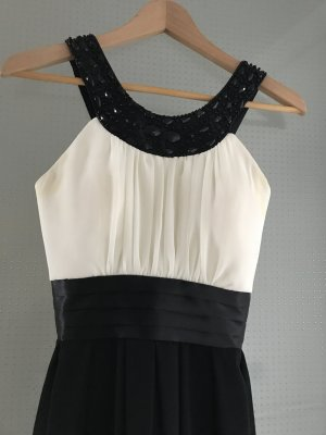 Robe de cocktail noir-blanc