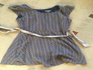 Süßes geblümtes Kleid mit Schleife