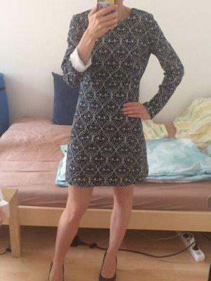 süßes gemustertes Herbstkleid von Zara