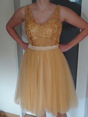 Süßes, goldenes Cocktailkleid #Hochzeit #Brautjungfer #Party #Abiball