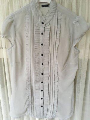 Süßes Hemd mit Rüschen