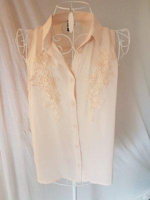 Süßes Hemdchen mit Häkelapplikation
