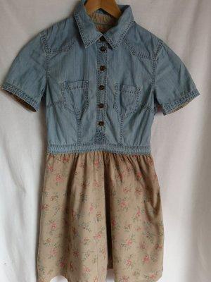 süßes Jeanskleid mit vielen schönen Details!