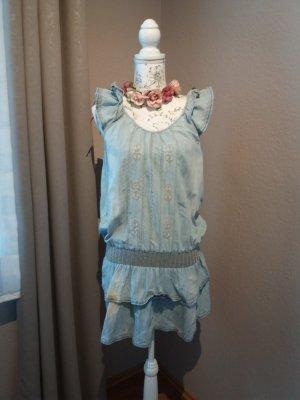 Süßes Jeanskleid mit Volants