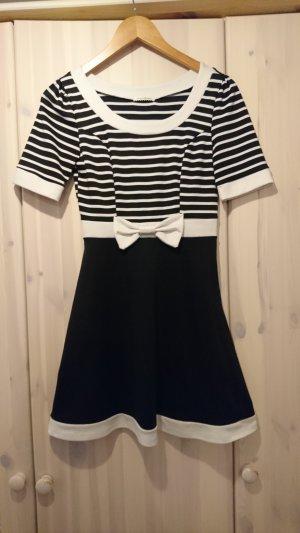 süßes Kleid 20er Jahre