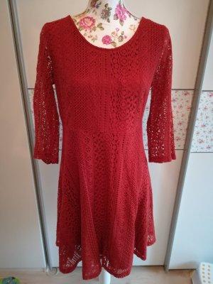 süßes Kleid aus Spitze