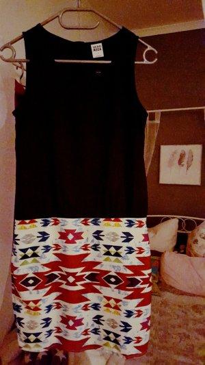 Süßes Kleid für den Sommer
