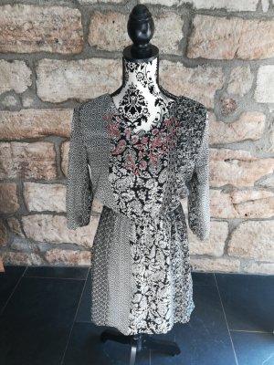 Süßes Kleid gemustert, Folklore,Stickerei,Perlen,Winter,Herbst