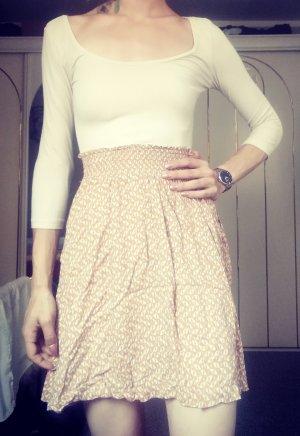 Süßes Kleid im Nudelook