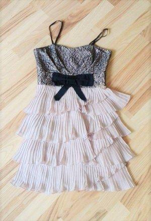 Süßes Kleid in altrosa mit schwarzer Spitze