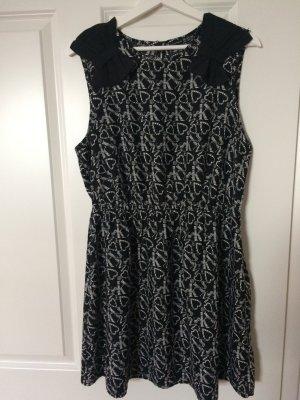 Süßes Kleid in schwarz-weiß