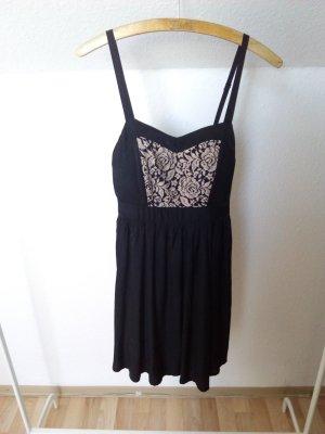 Süßes Kleid mit Blumendetail