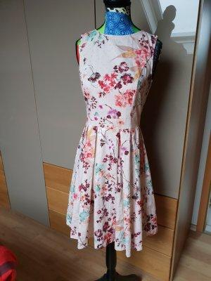 Süßes Kleid mit Blumenprint
