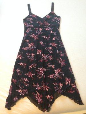Süßes Kleid mit Glitzerdetails