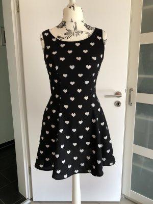 Süßes Kleid mit Herzen