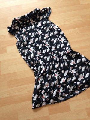 Süßes Kleid mit Kragen