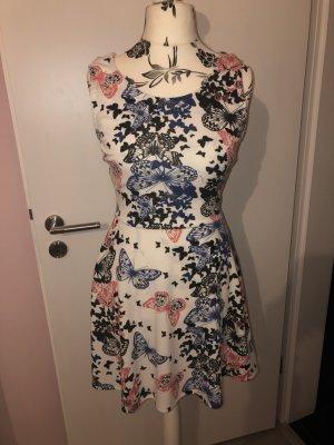 Süßes Kleid mit Schmetterlingsmotiv