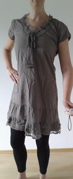 Süßes Kleid mit Spitze