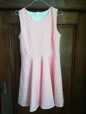Süßes Kleid mit Vintage-Stoff