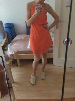 süßes Kleid mit Wellenkante