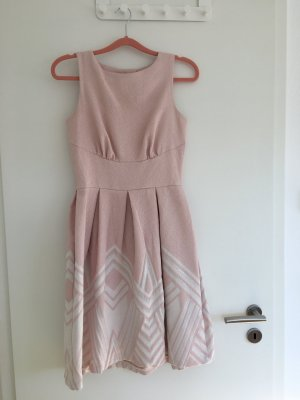 Süßes Kleid von Closet London
