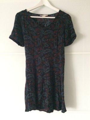 süßes Kleid von UO mit schöner Musterung