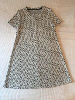 Süßes Kleidchen mit Grafik Muster