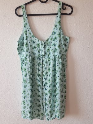 süßes Kleidchen mit Knopfleiste